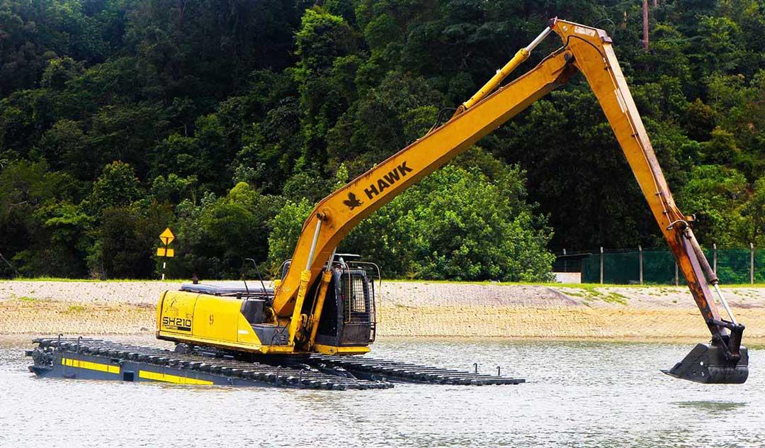 hawk-excavator-amphibious-with-tracks